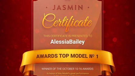 AlessiaBailey | www.latestrip.com | Latestrip image64